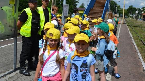Najmłodsi poznawali pracę policjantów, strażaków i kolejarzy (ZDJĘCIA)