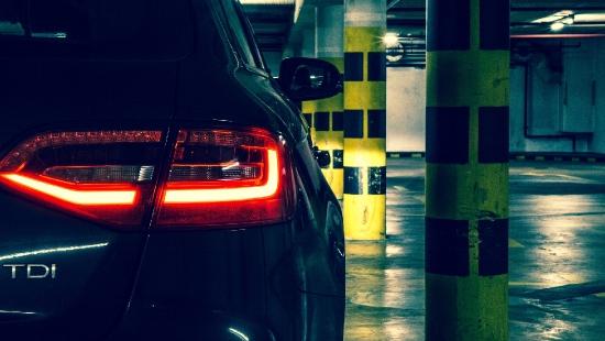 Przed policjantami ukrył się w garażu. Był nietrzeźwy i bez prawa jazdy