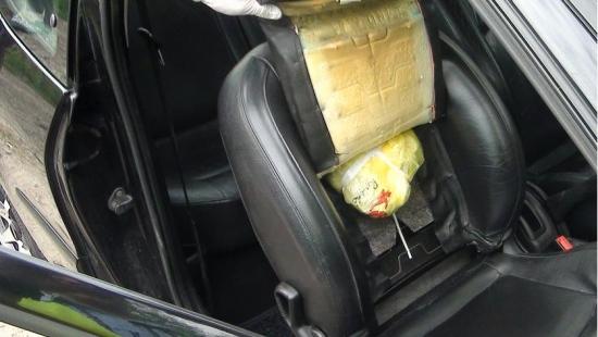 Wpadł jadąc na imprezę. W samochodzie miał 147 działek marihuany (ZDJĘCIA)