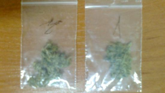 Bez uprawnień, ale za to z marihuaną. Policjanci zatrzymali młodego kierowcę