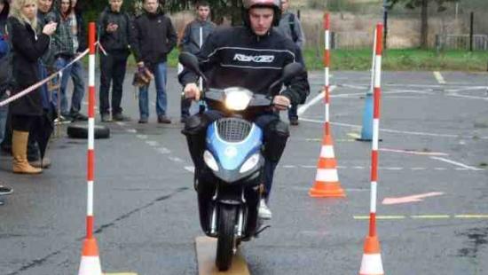 Wyłoniono zwycięzców powiatowych eliminacji Ogólnopolskiego Młodzieżowego Turnieju Motoryzacyjnego (ZDJĘCIA)