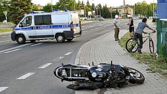 Z REGIONU: Motocykl rozbił się o przystanek autobusowy (ZDJĘCIA)