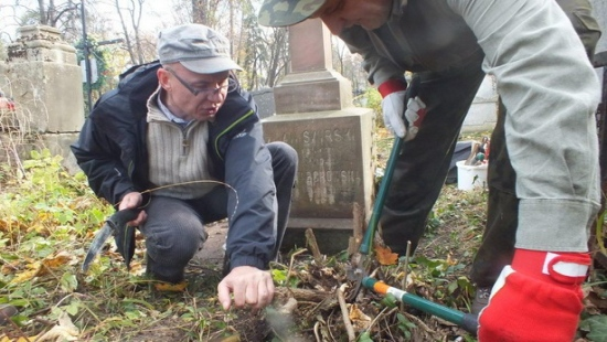 Podkarpaccy leśnicy z wizytą na lwowskim cmentarzu (ZDJĘCIA)