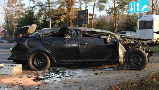 SANOK: Groźny wypadek na rondzie Beksińskiego. Młody mężczyzna trafił do szpitala (NOWE ZDJĘCIA)
