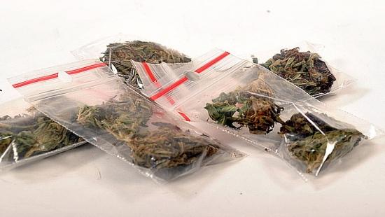 Przeszukanie u 74-latka. Wpadł wnuczek z marihuaną