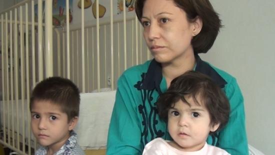 Ryzykują życiem własnych dzieci. Czy uchodźcy mogą liczyć w Polsce na gościnę?