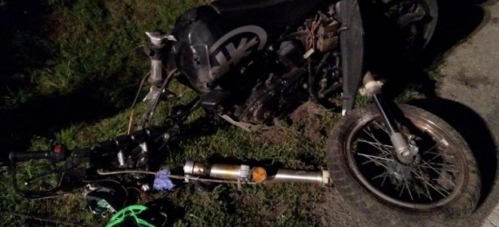 Pijany motocyklista wypadł z zakrętu i uderzył w betonowy przepust (ZDJĘCIE)