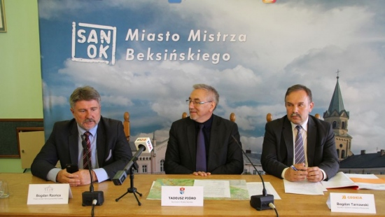 SANOK: Konferencja prasowa w Urzędzie Miasta. Inwestycje drogowe tematem przewodnim (FILM, ZDJĘCIA)
