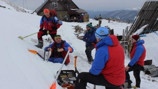 Szkolili się z jazdy na nartach i skuterze oraz poskramiali lawiny (ZDJĘCIA)