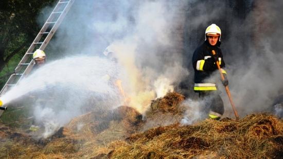 Pożar budynku gospodarczego w Starej Wsi. Akcja trwała blisko 3 godziny (ZDJĘCIA)