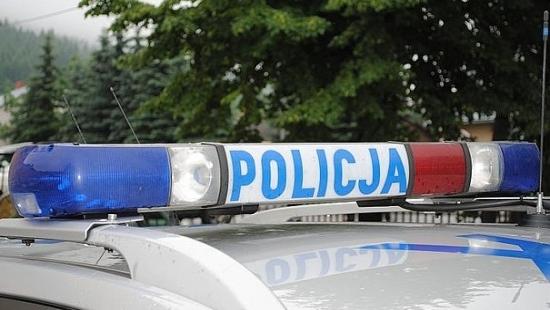Pijany kierowca zamknął się w samochodzie przed policjantami