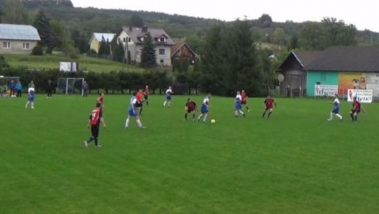 Szalone derby w Pisarowcach. Szarotka remisuje z rezerwami miejscowego LKS-u (VIDEO)