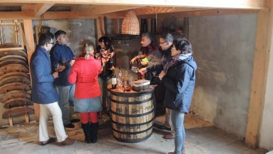 JASŁO: PAW będzie uczyć produkcji wina w kwewri (ZDJĘCIA)
