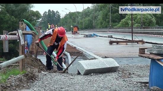 Trwa remont mostu olchowieckiego. Za dwa tygodnie przełożenie ruchu na wyremontowany pas (FILM)