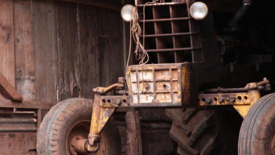 Kierował traktorem własnej produkcji. Miał ponad 2 promile alkoholu i sądowy zakaz