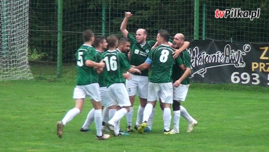 Piłkarze z Tarnawy przerwali serię zwycięstw Startu Rymanów. Niewykorzystany karny punktem zwrotnym spotkania (SKRÓT MECZU)
