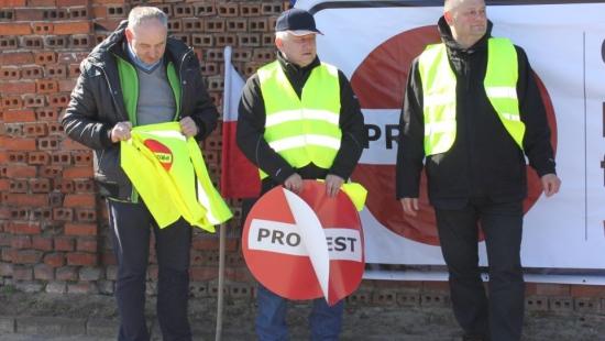 """Przewoźnicy protestowali w Rzeszowie. """"Polskie firmy będą bankrutować!"""" (ZDJĘCIA)"""