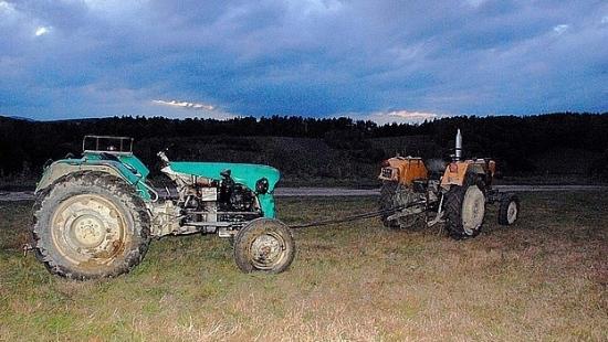 Niebezpieczna zabawa na traktorze skończyła się poważnym urazem miednicy