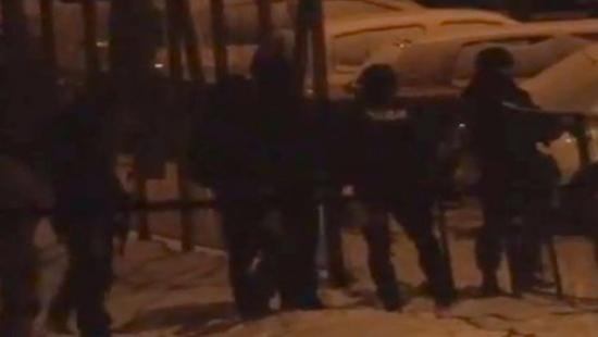 Dwa wybuchy w bloku przy Cegielnianej. Antyterroryści przeprowadzili szturm