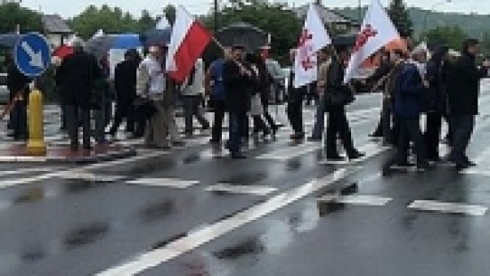 SANOK: Burmistrz i posłowie blokowali drogę krajową (ZDJĘCIA)