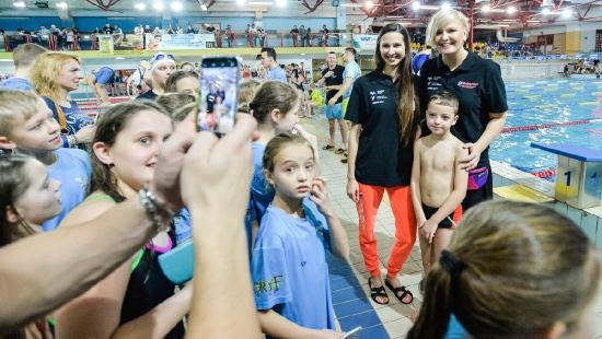 DĘBICA: Blisko 800 dzieci wystartowało w Mikołajkowej Olimpiadzie Pływackiej o puchar Otylii Jędrzejczak (ZDJĘCIA)