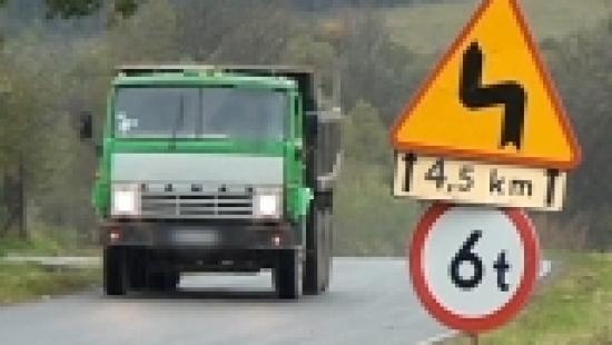 INTERWENCJA : Czy 30-tonowe ciężarówki niszczą drogi i mosty w powiecie sanockim? (VIDEO HD)