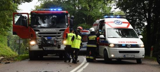 Zderzenie ciężarówki z dwoma osobówkami. Pięć osób rannych (ZDJĘCIA)