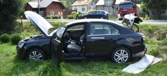 Volkswagen w rowie. 80-latek spowodował groźną kolizję (ZDJĘCIE)