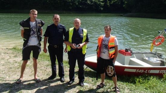 Wypoczynek nad Jeziorem Sieniawskim to czysta przyjemność. Potrafisz zadbać o bezpieczeństwo? Policjanci, strażnicy miejscy i strażacy ochotnicy w akcji (ZDJĘCIA)