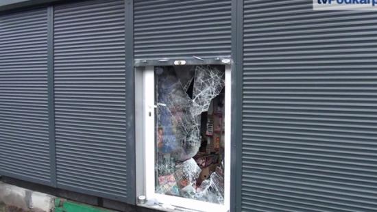 Włamanie do kiosku przy ul. Żwirki i Wigury (FILM)