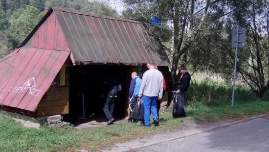 Osadzeni wzięli udział w akcji sprzątania świata (ZDJĘCIA)