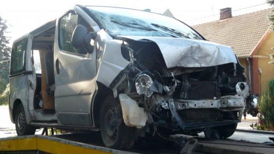 Bus zderzył się z ciężarówką. Cztery osoby w szpitalu (ZDJĘCIE)