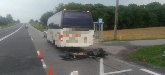 Motorowerem wjechał w autobus
