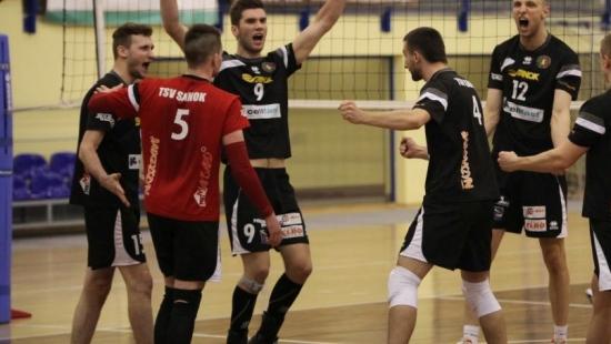 Waleczni siatkarze TSV przegrywają z Czarnymi Katowice 1:3 i kończą turniej na 3. miejscu (RETRANSMISJE)