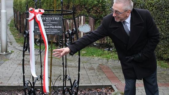 Klon ku pamięci wielkiego Polaka stanął na Placu Harcerskim (ZDJĘCIA)