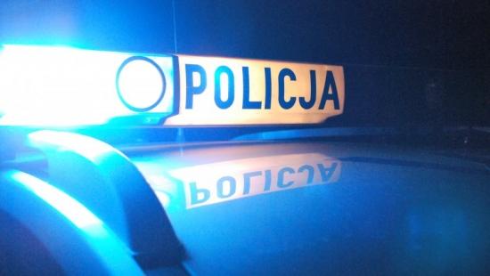 DYNÓW: Policjanci pomogli mężczyźnie wydostać się z płonącego domu