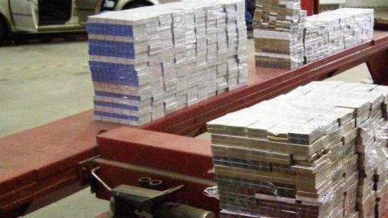 30-letni mężczyzna chciał przemycić 8 tysięcy paczek papierosów