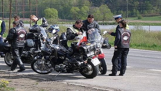 """Patrz w lusterka – motocykle są wszędzie. Inauguracja policyjnej kampanii ,,Kieruj się rozsądkiem"""" (ZDJĘCIA)"""