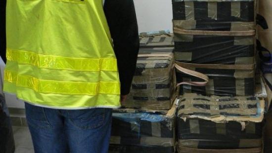 Strażnicy graniczni znaleźli 400 kartonów papierosów ukrytych w krzakach