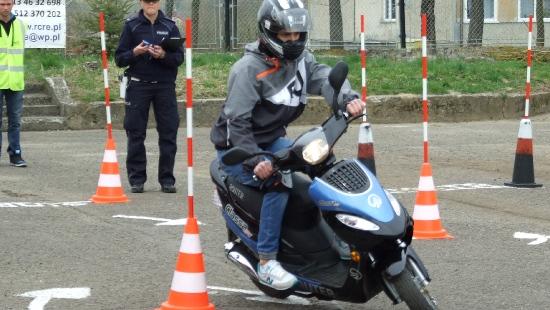 Zdali sprawdzian z bezpiecznej jazdy i znajomości przepisów. Będą reprezentować Sanok w województwie (ZDJĘCIA)