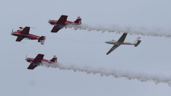 Pokazy lotnicze w obiektywie. Efektowne samoloty, inscenizacja z I Wojny Światowej (FILM, ZDJĘCIA)