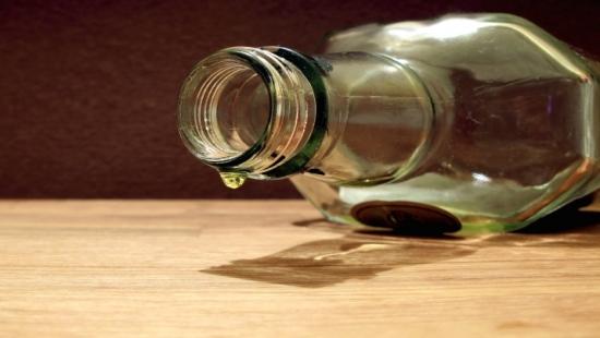 """Z okazji """"dnia wagarowicza"""" nastolatkowie urządzili alkoholową libację. Wymiotowali z balkonu"""