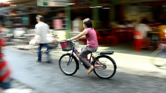 Coraz więcej rowerzystów i motorowerzystów na drogach