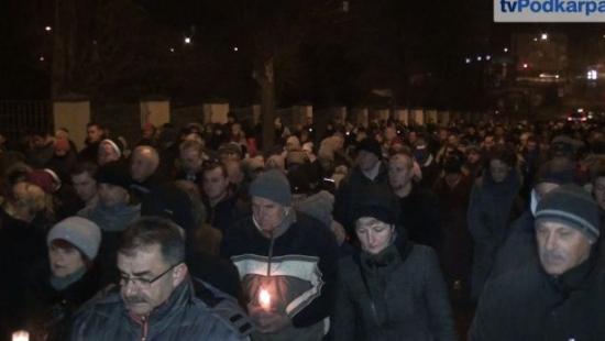 WIELKI PIĄTEK: Tłumy Sanoczan przeszło ulicami miasta (FILM)