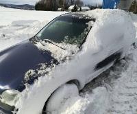 Niebezpiecznie na drodze między Krosnem, a Sanokiem. Zawieje i zamiecie śnieżne powodem chaosu komunikacyjnego (FILM, ZDJĘCIA)